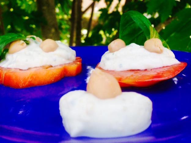 pomodori-con-mayonese-di-ceci